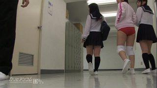 นักเรียนสาวเงี่ยนควย บุกเข้าหาเพื่อนชายจับรูดควยในห้องน้ำ อมลึกสุดโคนโคตรเสียวเลย